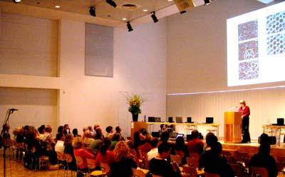 Jutta Köhler spricht über die Molekulardynamik<br>von Wasserclustern im Stadthaus Ulm